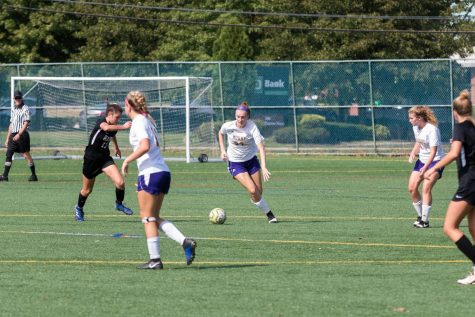 photo of Kate Kelly '22 in Mount's soccer game against Radnor.