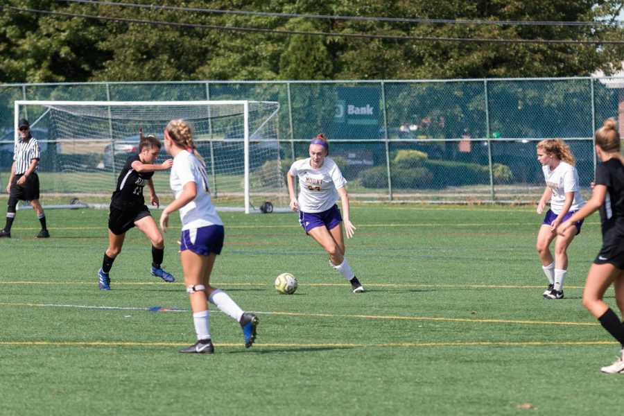 photo+of+Kate+Kelly+%E2%80%9822+in+Mount%E2%80%99s+soccer+game+against+Radnor.