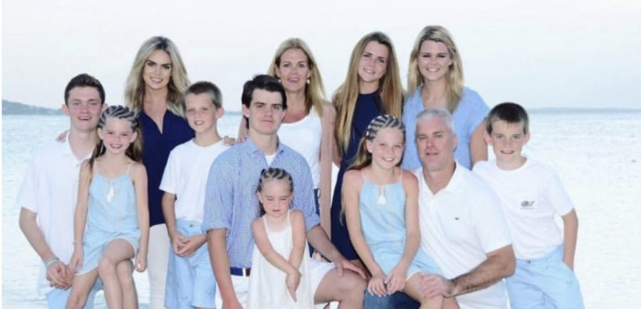 Tara and her big family pose for a professional photo at the beach in Key Largo, Florida.